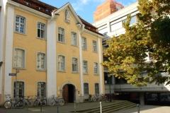 Im ehemaligen Stadthaus des Klosters St. Trudpert im Münstertal befindet sich heute das Alumni-Büro der Universität © R. Gschwendtner 2011