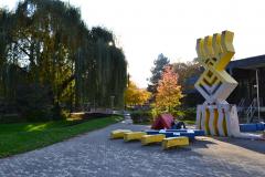 Kunstvolle Sitzmöglichkeiten in der Mensa im Institutsviertel  © Mike Schwörer 2011