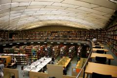Im KG IV befinden sich unter anderem das Englische und Historische Seminar, sowie deren Bibliothek. © Peter Mesenholl 2009