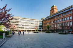 Der Platz der Weißen Rose mit Blick auf KG I, KG III und den Universitätstuem. © Sandra Meyndt 2018