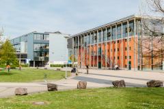 Dekanatsgebäude mit großen Hörsälen und der Bibliothek  ©Sandra Meyndt 2016