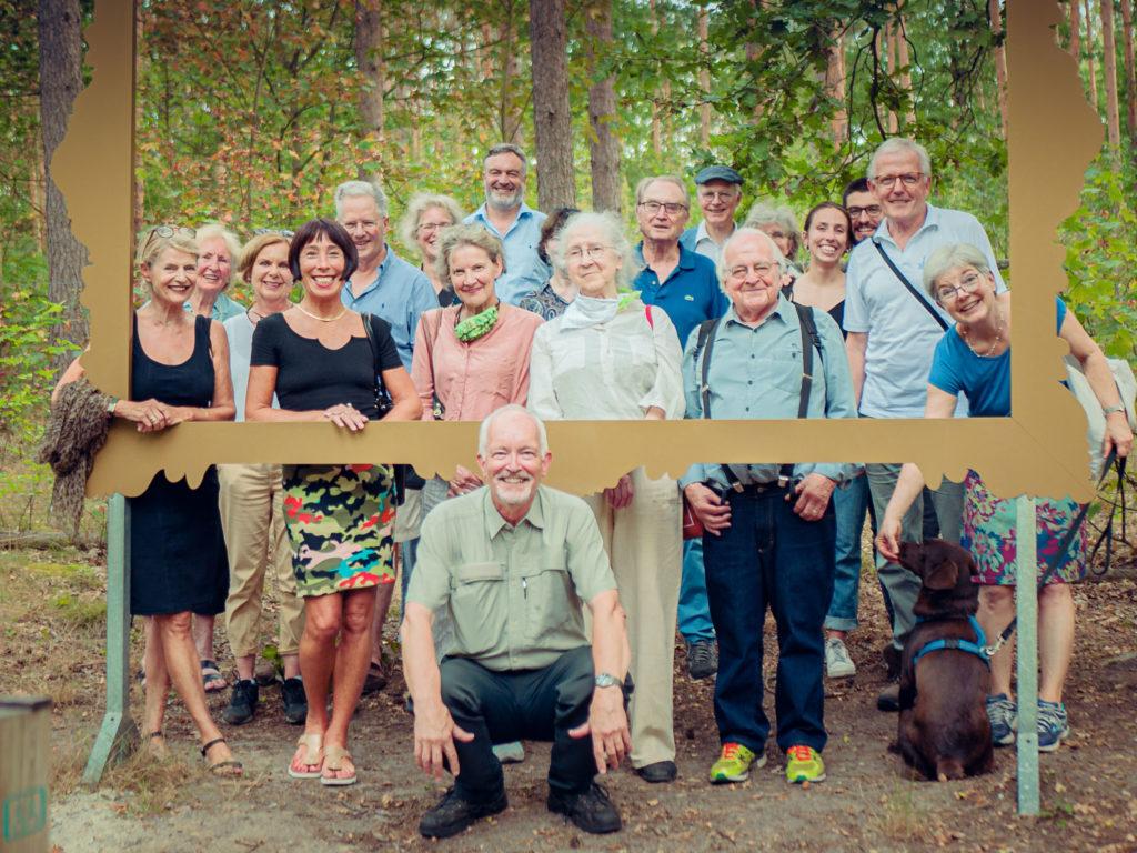 Teilnehmer des Grunewald Rundgangs mit Elmar Kilz
